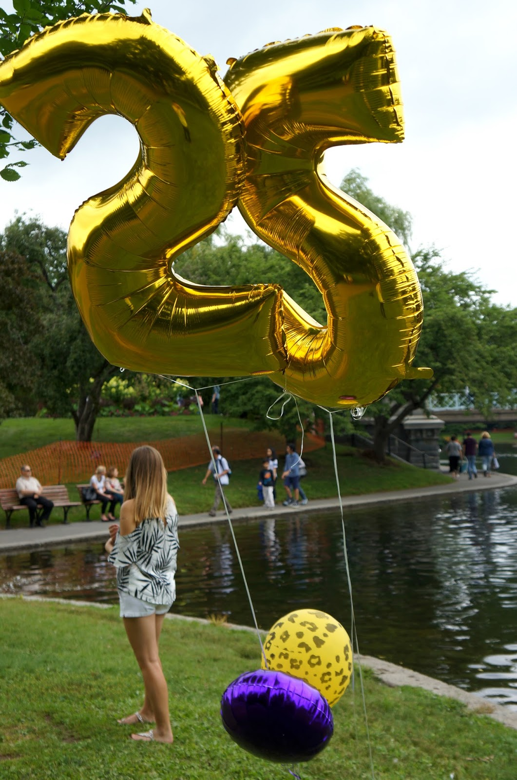 25th birthday photo shoot in the Boston park