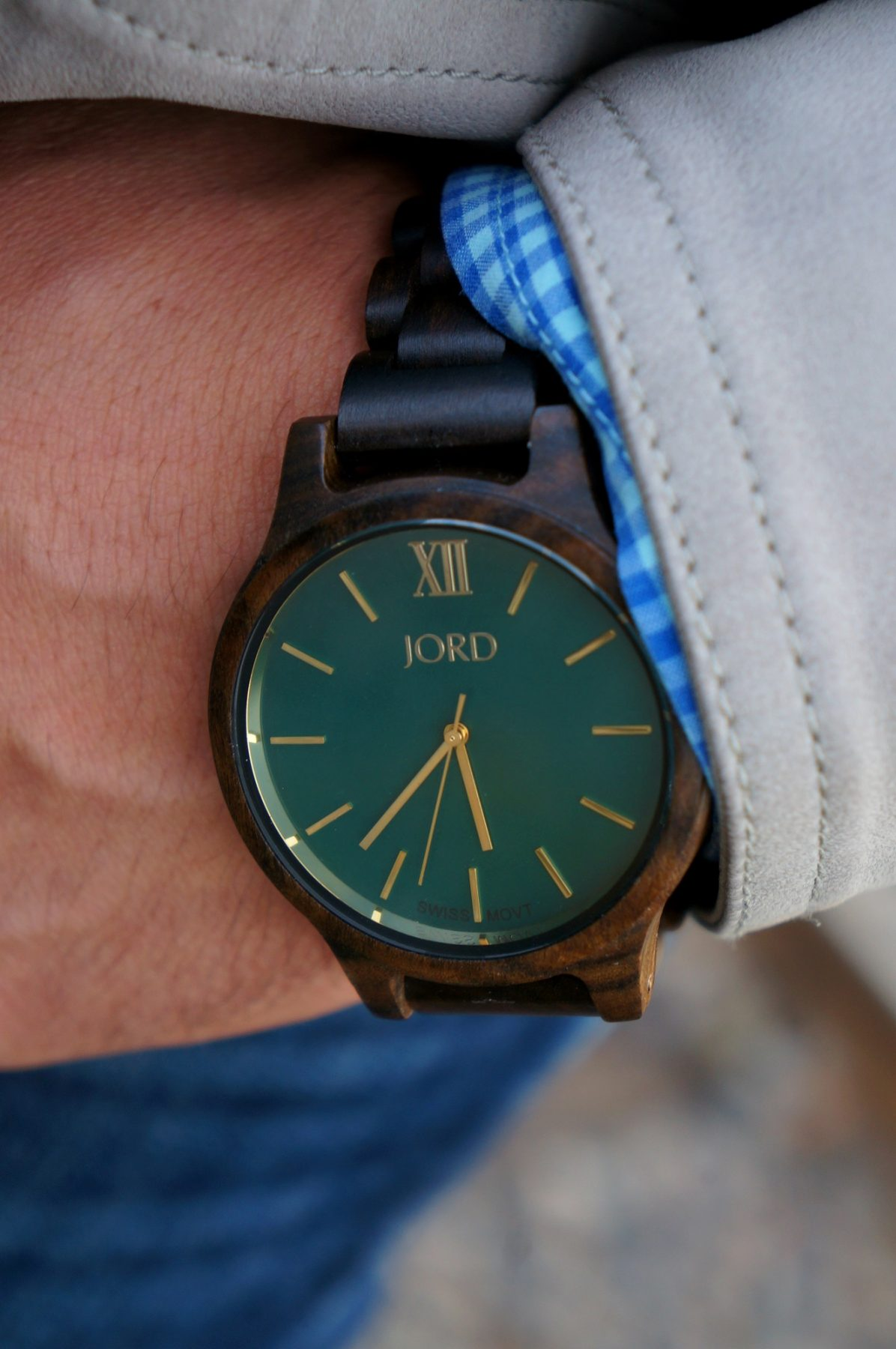 dark-sandalwood-emerald-frankie-series-wood-watch-from-jord