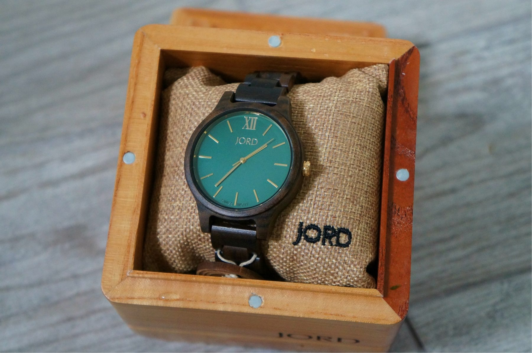 jord-wood-watch-in-a-box