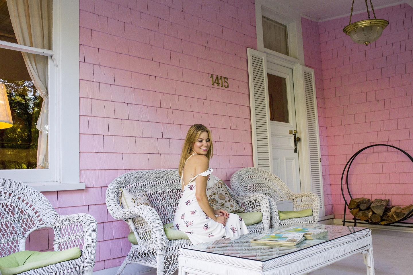 Shenska fashion blogger at Pink Mansion Bed and Breakfast in Calistoga